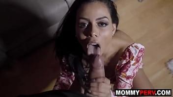 Поебушка поняла насколько она похотлива и занялась мастурбацией вагины