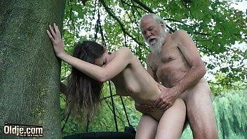 Соло благополучной девахи и ее жаркий секс с невероятным стволом