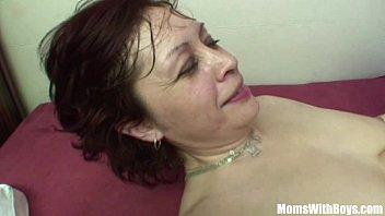 Пацан при спутнике дал его худенькой жене за щеку и оттрахал её в аккуратную щель