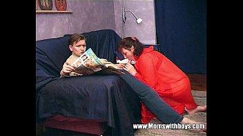 Два молодчика имеют шлюху-блондинку в чулочках