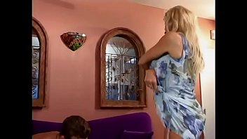 Юный препод трахает первокурсницу с заросшей пиздой в пустом кабинете