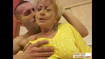 Сексапильная блондинка выебана соседом в оба отверстия
